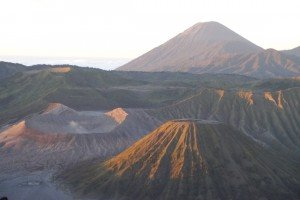 Blick auf Mount Bromo nach dem Sonnenaufgang