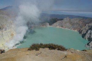 Der Vulkan besticht durch den Türkisen See und die Schwefelträger von Ijen!