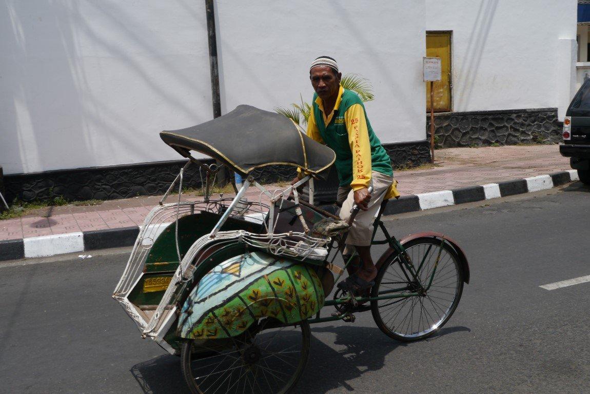 http://indonesien-bali.steineder.info/wp-content/uploads/Yogyakarta_2.jpg